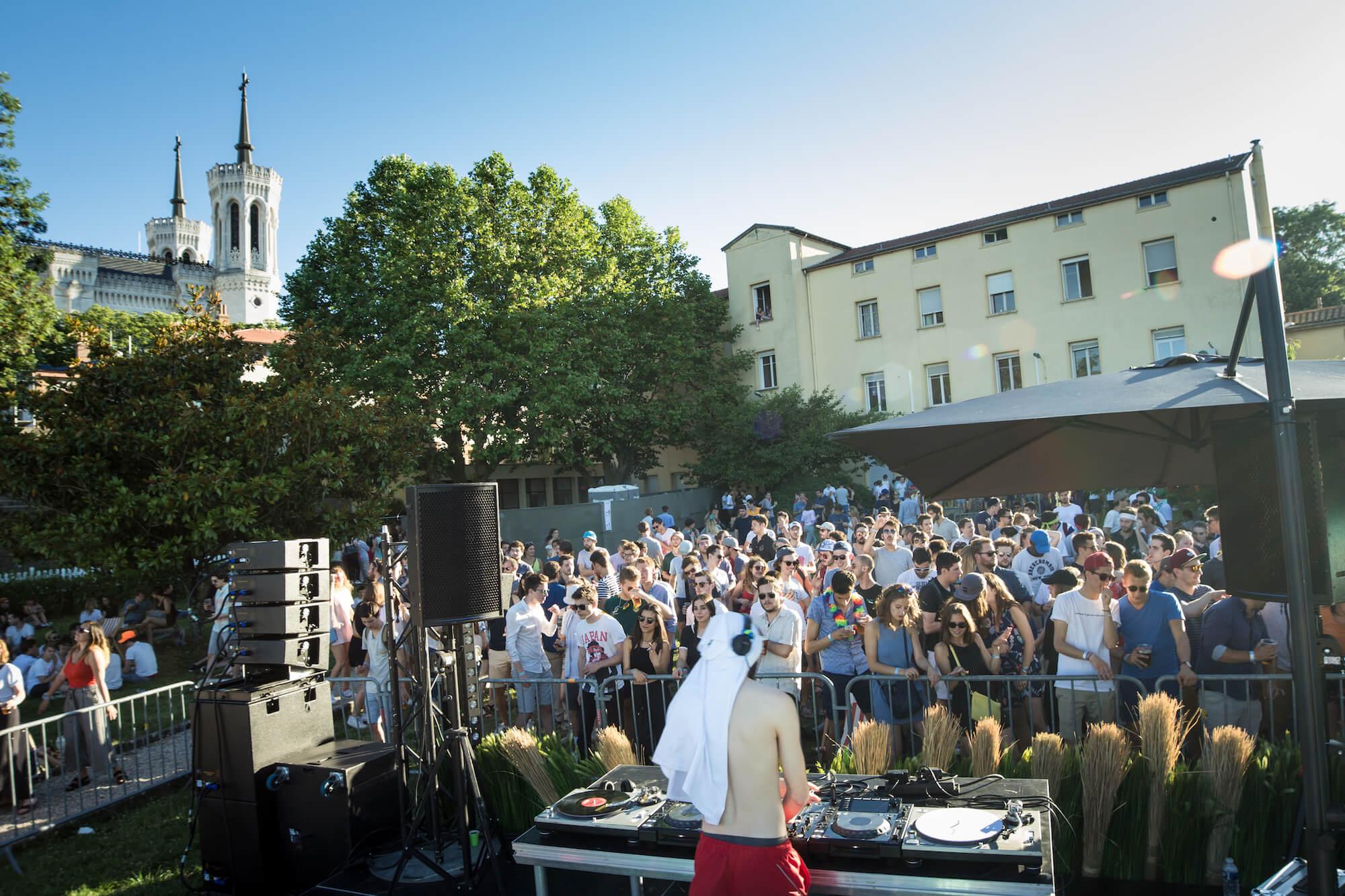 la-terrasse-ecam-festival-dure-vie