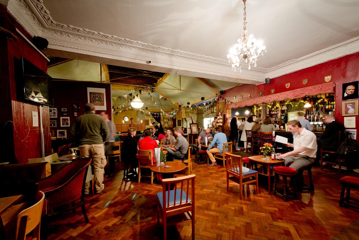 dure-vie-the-catford-constitutional-pub