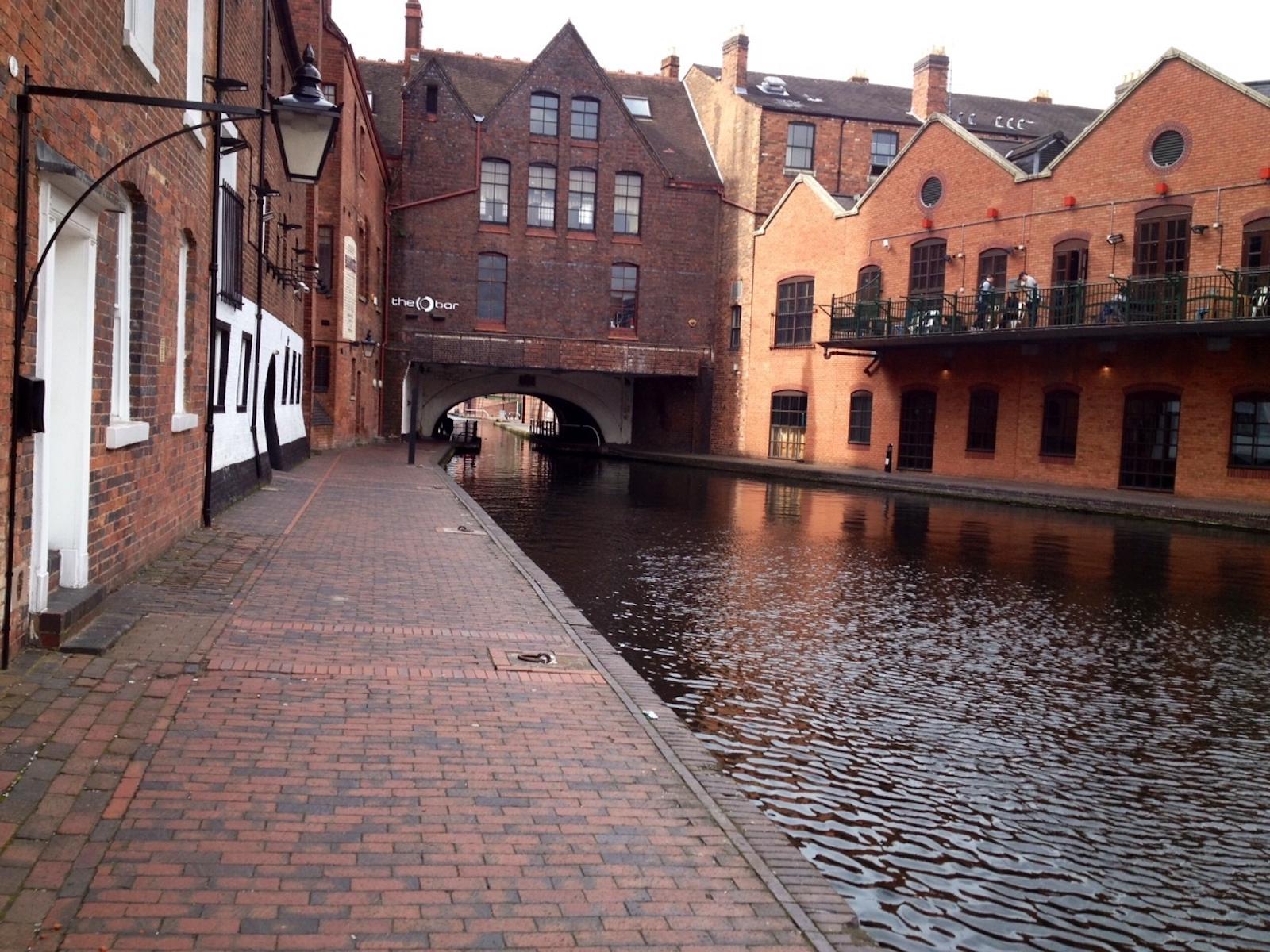city-tour-guide-arminj-birmingham-canal-dure-vie