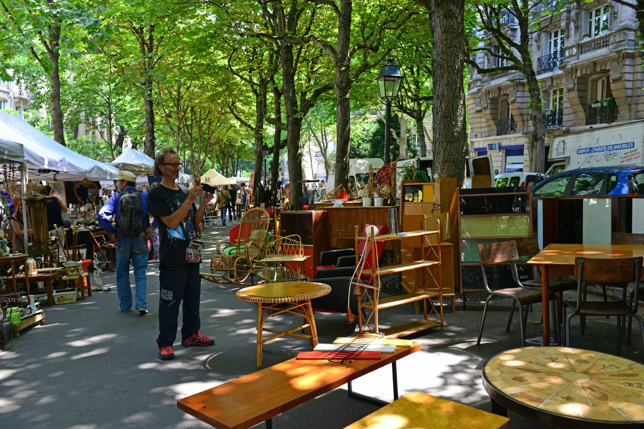 city-tour-guide-katapult-alex-laetitia-brocante-paris-bonbon-dure-vie