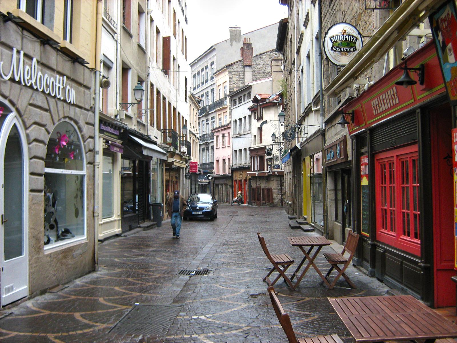 City tour guide les bonnes adresses saint tienne par for Le miroir rue des martyrs