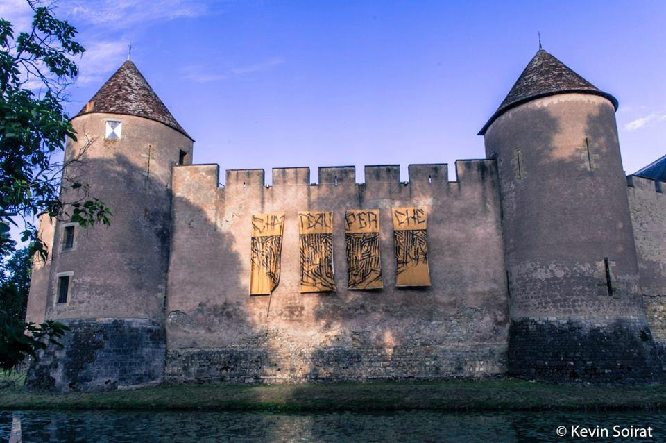 château perché-dure vie